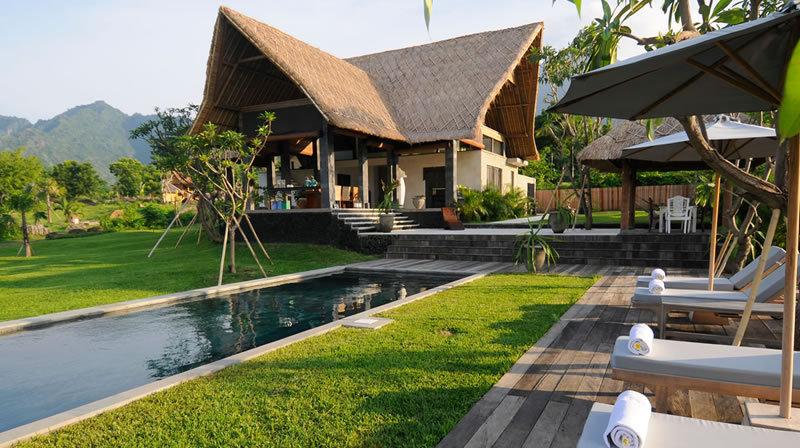 Vakantiehuizen zwarte woud luxe exclusief huren - Zwarte voering voor zwembad ...